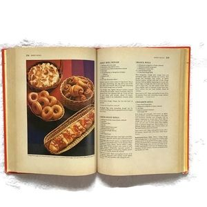 Betty Crocker Kitchen - Betty Crockers Cookbook New and Revised 1982